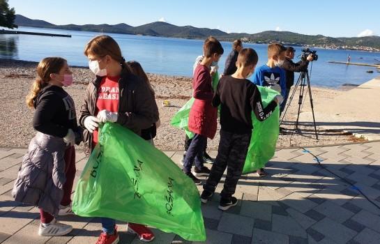 Održana akcija čišćenja uvale Soline u Biogradu na Moru